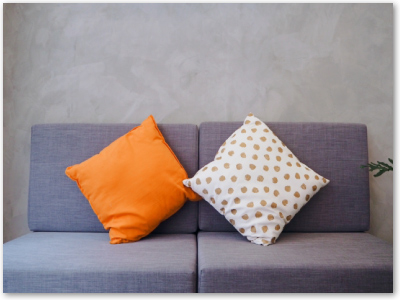 椅子、ソファ、クッション、ぬいぐるみ、スリッパ